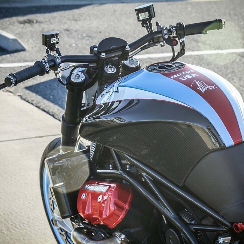 Fuller Moto: стритфайтер Motus MSTR