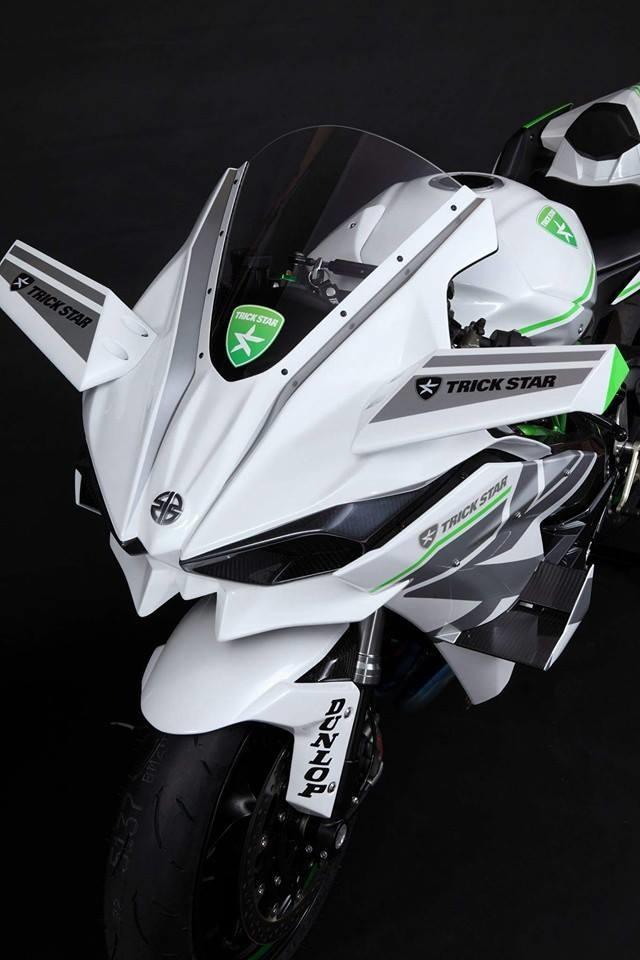 Trick Star: Kawasaki Ninja H2R 2016 в серебристо-белом цвете