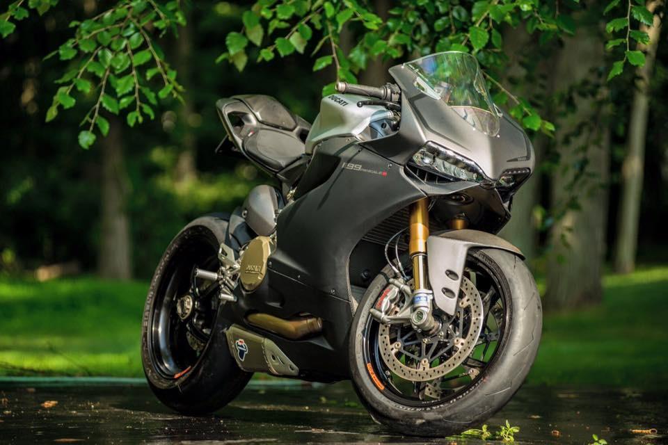 Карбоновый спортбайк Ducati 1199 Panigale S